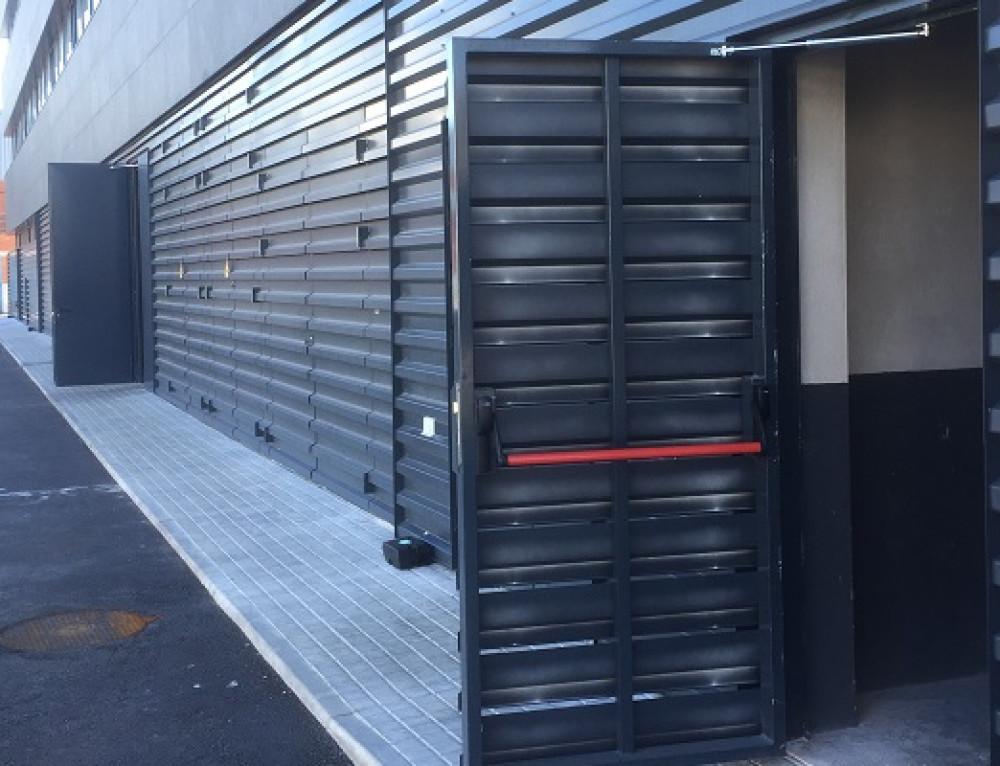 Türöffnungsbegrenzer schützt Menschen vor Verletzungen