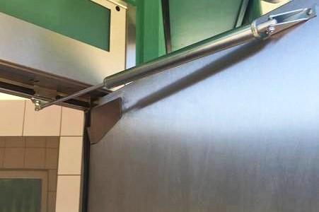Türöffnungsbegrenzer Toilettentüren Autobahntoiletten