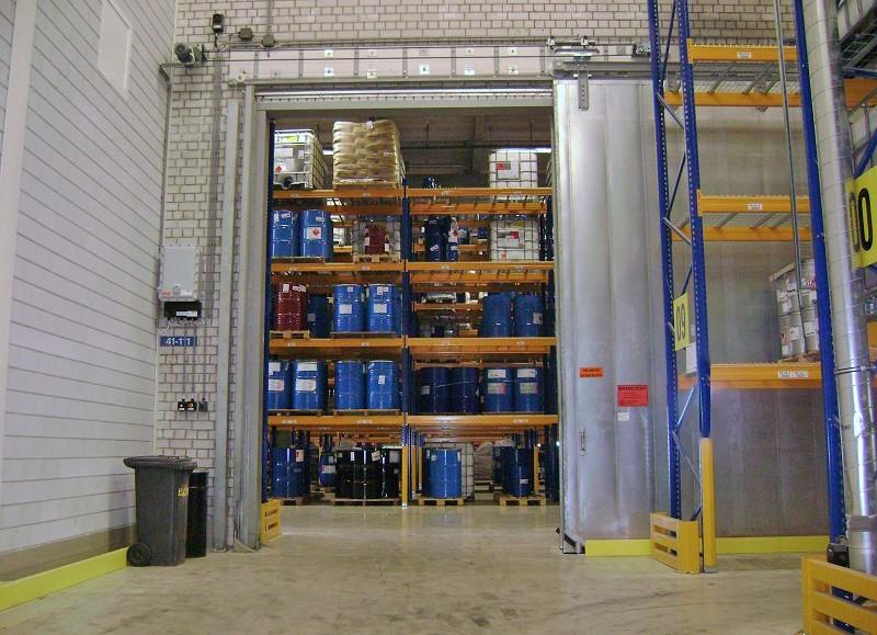 Porte coulissante coupe-feu dans la zone antidéflagrante (dépôt de produits chimiques)