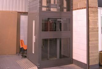 DICTATOR Aufzugsfertigung in Spanien