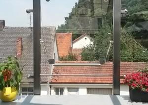 Gasfeder an gekipptem Fenster