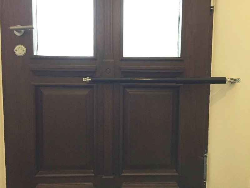Exactly calculated mounting positions assure a reliably closed door – in spite of a very slow closing speed