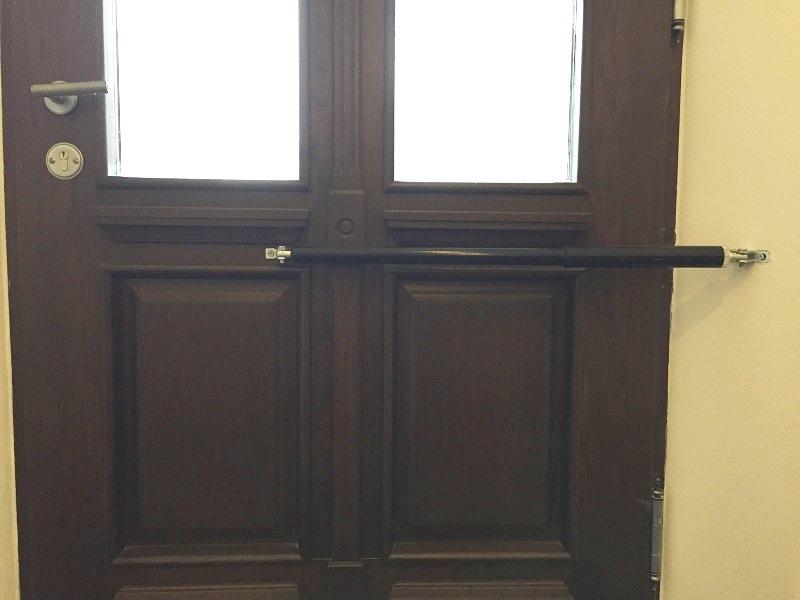 Geschlossene haustür  Türschließer DIREKT sicher geschlossene Haustüren