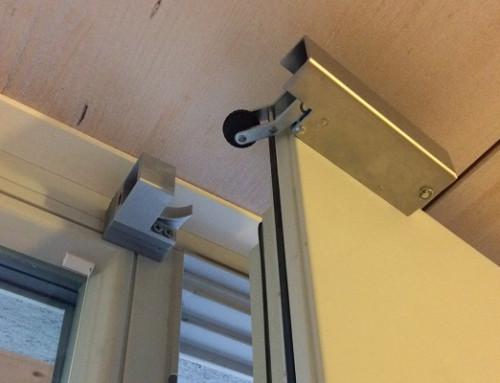 Türdämpfer VS 2000 mit 35N dämpft und schließt Türen auch bei Platzproblemen