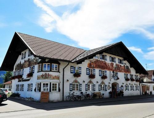 Schließfeder Einbauadjunkt E22 sorgt für Sicherheit im Hotel Weinbauer