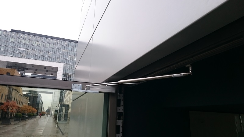 Der Türöffnungsbegrenzer reduziert die Instandhaltungskosten (Reparatur Tür, Türschließer, Fassade) erheblich und sorgt für Sicherheit.