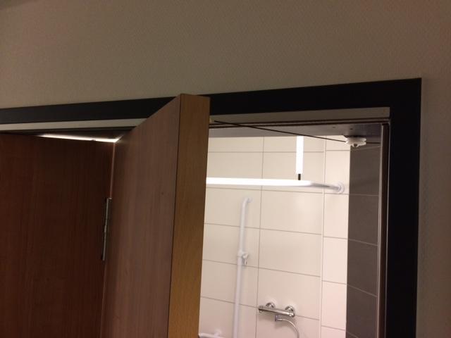 Falttür als Zugang zum Bad – auf Kollisionskurs mit der Zimmertür