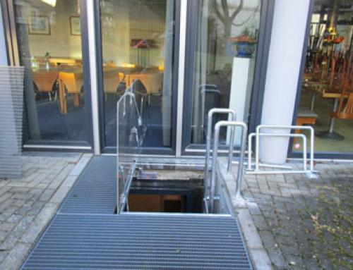 Zweiter Rettungsweg – Gasfedern öffnen im Notfall die Ausstiegsluke
