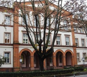 Die Oranienburgschule in Wiesbaden, zuverlässig funktionierende Feststellanlagen