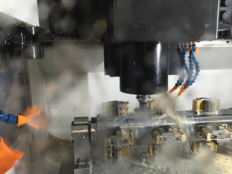 Milling, drilling, sinking, deburring…, the new machining centre automatically performs all the necessary production steps
