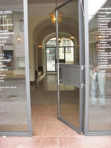 Rohrtürschließer Rathaustür