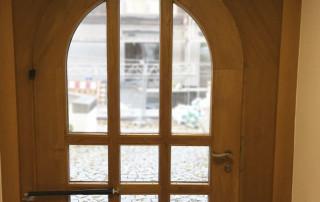 Rundbogentür mit Türschließer DIREKT