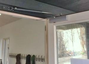 Schule Tür kaputt Türschließer Schultüren
