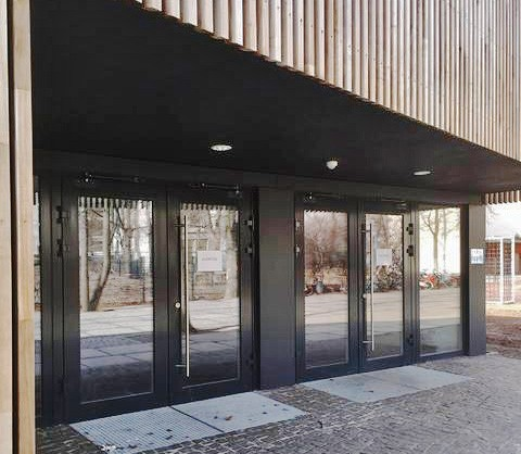 Entrance doors of the Ecole Voltaire in Berlin