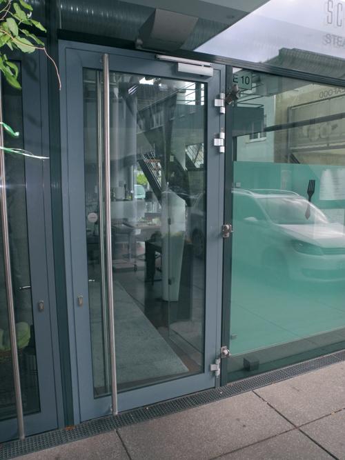 Türöffnungsbegrenzer sorgen dafür, daß die Türen nicht unkontrolliert aufschlagen können und begrenzen den Öffnungswinkel.