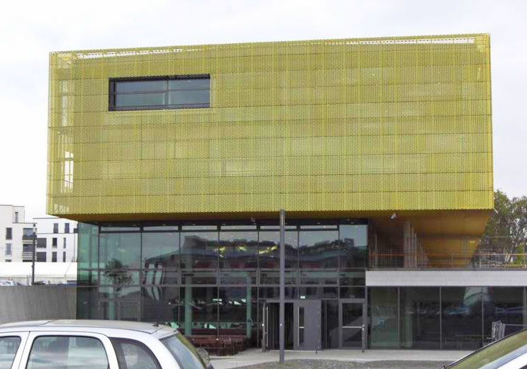 Door closing springs solution lockers university library in Frankfurt