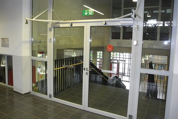 Zweiflügelige Brandschutztür mit DICTATOR Magnete